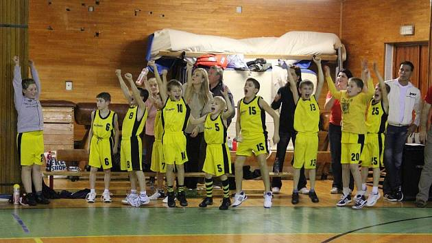 Radost mladých kroměřížských basketbalistů.