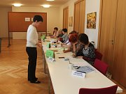 Ve Zborovicích se prvního kola účastnilo skoro 26 % voličů z obce. V druhém kole se dostavili prozatím spíše starší lidé, ale i pár mladších.