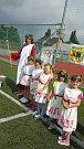 Tradiční olympiáda mateřských škol se v úterý konala na hřišti 3 ZŠ v Holešově. Úvodní ceremoniál v antickém stylu zahájil Zeus s družinou, následovalo vztyčení vlajky a slib rozhodčích i sportovců.
