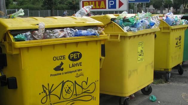 Holešovští třídí odpad tak rádi, že už o nemají kam dávat.