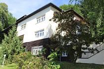 Původní vila továrníka Karla Baziky, postavená podle návrhu architekta Karla Kotase, dnes slouží jako rekreační středisko provozované Českobratrskou evangelickou církví.