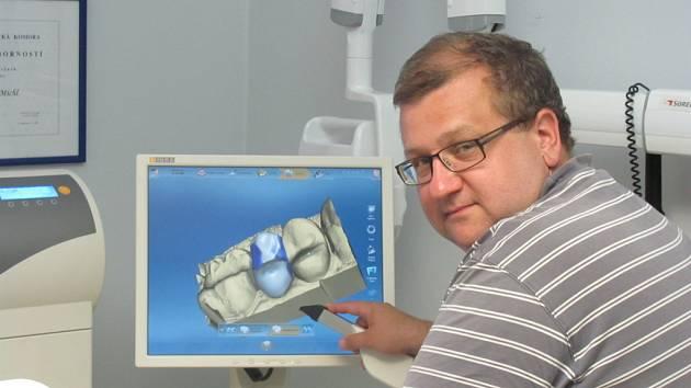 Snímky ze zubní ordinace Aldente clinic s. r. o., kde působí jako hlavní lékař MUDr. Jan Bjaček.