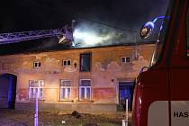 V Hulíně hořel rodinný dům: škoda za milion a jeden popálený člověk