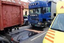 V Kojetínské ulici v Kroměříži se srazila tři nákladní auta