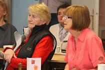 V úterý 29. března se sešli zájemci v budově Denního stacionáře pro seniory ve Chvalčově, tentokrát pořádali besídku na téma hostýnských vrchů. Navíc je doprovázel hudební soubor Javorník.