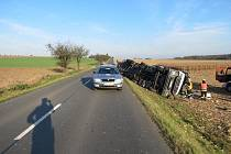 K nehodě nákladního auta došlo ve středu 5. listopadu po sedmé hodině ranní u Střížovic.