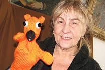 Od roku 2002 se důchodkyně Jaroslava Nováková z Kroměříže zabývá vyráběním pletených či háčkovaných maňásků.
