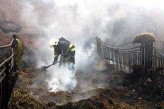 V noci na sobotu 13. května vyjíždělo šest jednotek hasičů nejen ze Zlínského kraje k požáru haly s uskladněným senem ve Zlobicích.