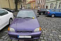 Další pátrání, v němž žádají policisté o pomoc veřejnost, se týká nehody, která se stala ve čtvrtek 27.1. dopoledne na parkovišti u kostela v Holešově: neznámý řidič tam poškodil jiné auto.
