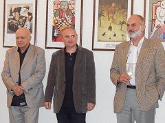 Na zámku v Holešově jsou k vidění humorné minimalistické obrazy Ivana Mládka.