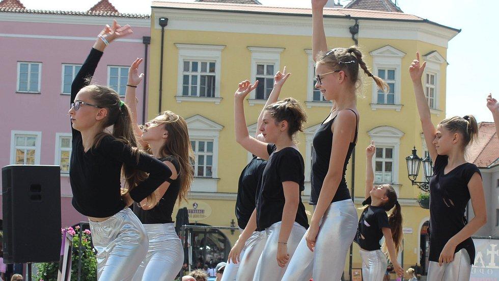 16. ročník Dne tance na Velkém náměstí v Kroměříži 15. června 2019