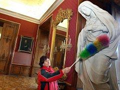 Kroměříž/ Zaměstnanci kroměřížského zámku připravují interiéry historického areálu pro novou sezónu.