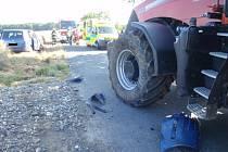 Na výjezdu z obce Nová Dědina se ve čtvrtek 25. června ráno srazilo osobní auto s traktorem: při srážce se zranila řidička auta a také tři děti, které cestovaly ve voze s ní.