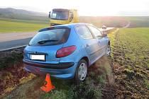 Policie hledá svědky a především viníka nehody, která se stala v pátek 15. ledna mezi Jestřabicemi a Koryčany.