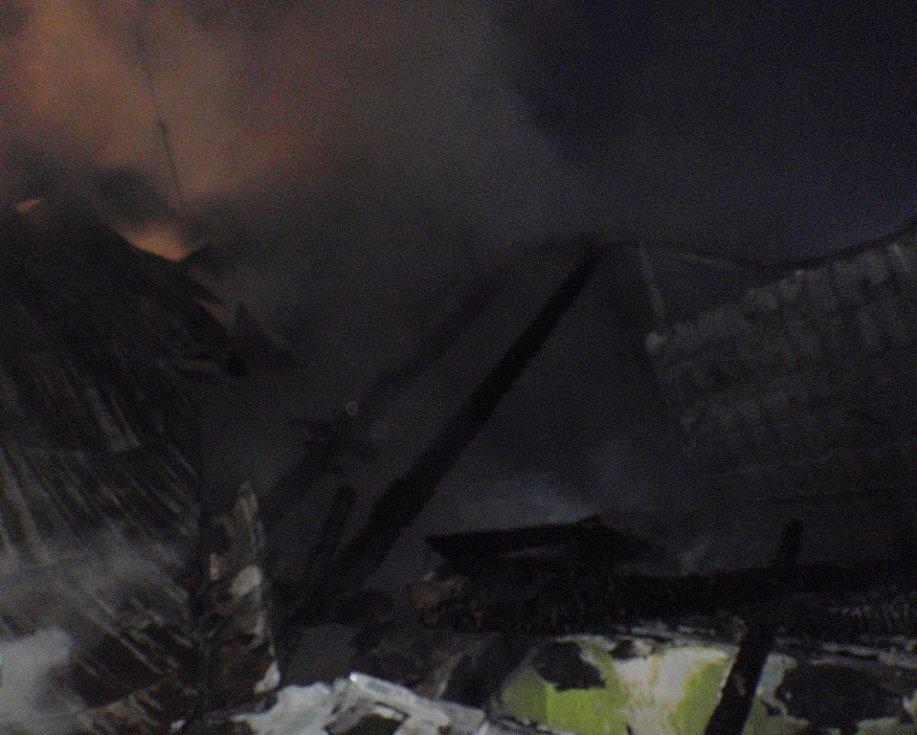 Požár rodinného domu v Počenicích.