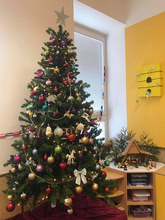 Vánoční strom 2020 v mateřské škole v Pašovicích