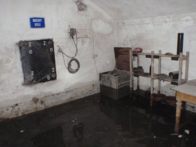 Zatopené sklepení pod nádražní budovou v Kroměříži