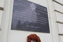 Doktora Felixe Pressera doposud připomíná v Kroměříži jméno na pamětní desce.