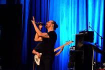 Výjimečný hlas Dana Bárty si podmanil holešovské publikum.