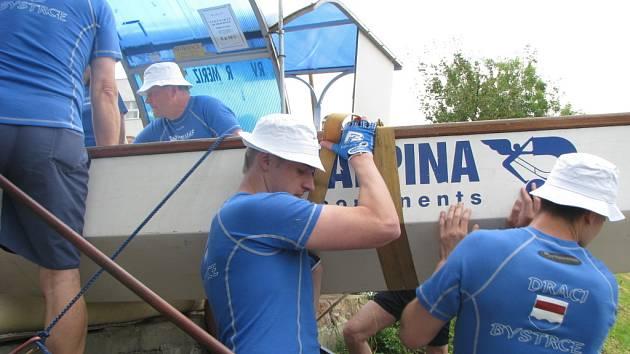Historicky první jízda dračí lodi po Baťově kanále a řece Moravě se uskuteční ve dnech 11. až 14. června 2009. Start se konal 11. června v kroměřížském přístavišti.