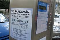 Od 1. října mohou šoféři v Kroměříži parkovné platit prostřednictvím SMS z mobilního telefonu.