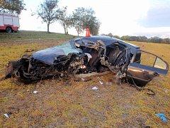 Hodně drsně vyhlížející dopravní nehodu museli v pátek brzy ráno řešit policisté, hasiči a zdravotníci nedaleko Troubek-Zdislavic.