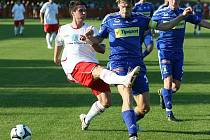 Fotbalisté Sigmy Olomouc (v modrém) splnili roli favorita zápasu 3. kola Ondrášovka Cupu a zvítězili 3:1 na hřišti účastníka MSFL Spartaku Hulín. Duel sledovalo více než dva tisíce lidí.