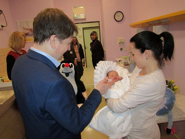 Dárky od starosty Kroměříže Jaroslava Němce potěšily malého Matěje i jeho maminku.