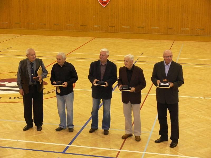 V rámci oslav 90. výročí házené v Bystřici pod Hostýnem sehráli v sobotu přátelské utkání bystřičtí házenkáři s družstvem Zubří.