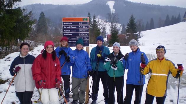Fotbalistky vyměnili hřiště za lyže.