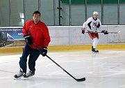 Jaroslav Balaštík trénuje  Filipa Chytila na  zimním  stadionu v Kroměříži.