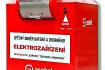 Speciální červené sběrné nádoby mají občanům ulehčit třídění elektroodpadů a zároveň zvýšit objem sběru menších spotřebičů.