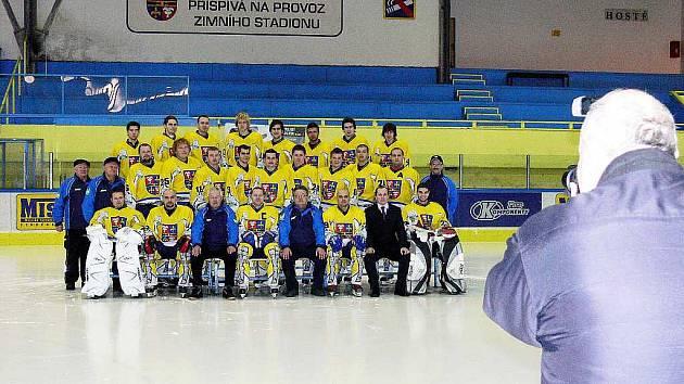 Hokejisté HC Studénka se stali mistry krajské ligy. Rozhodlo o tom nedělní třetí utkání finálové série play off. V dosavadních dvou zápasech využily oba týmy výhodu domácího prostředí. Ve třetím utkání, v Karviné, ale vyhrál celek z Novojičínska.