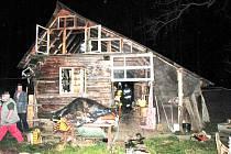 Zničená chata v Tiché.