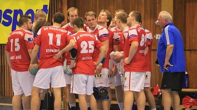Kopřivnice si v Brně připsala šestnáctou porážku v sezoně. Poslední dva zápasy základní části čekají Vávrův tým na domácí palubovce. Do Kopřivnice přijede už v sobotu Dukla Praha, o týden později pak celek z Lovosic.