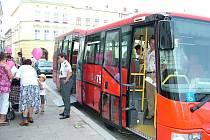 Moravskoslezská karta, univerzální platební prostředek v dopravě a službách, by měla v budoucnu sloužit i občanům Nového Jičína.