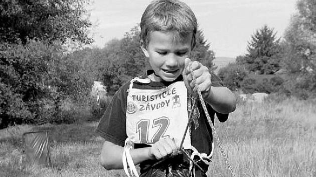 MČR v turistických závodech mělo na programu hned několik disciplín, například vázání uzlů.