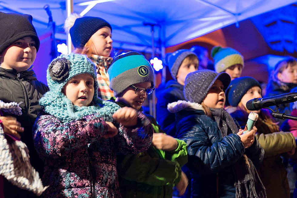 Ve Frenštátě pod Radhoštěm měli letos opět bohatý program. Ke zpívání se sešlo kolem šesti stovek lidí.