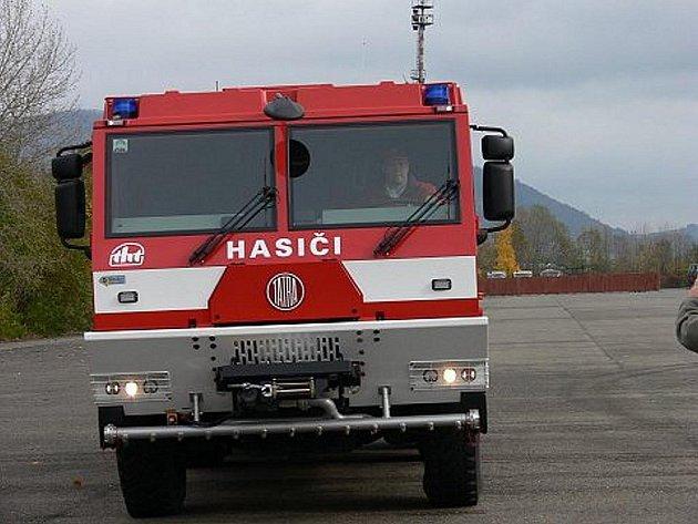 Novou hasičskou šestikolovou Tatru předvedla společnost Tatra 27. října v Kořpivnici na tamním polygonu.