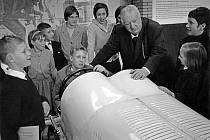 Automobilový průkopník Alfred Neubauer měl velkou spotřebu klobouků. Při závodech je vždy vyhazoval do vzduchu, a proto i ztrácel.