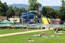 Lidé z Frenštátu pod Radhoštěm a okolí využili k návštěvě frenštátského aquaparku také pěkného počasí v poslední srpnovou neděli.