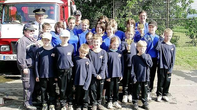 Úspěšné družstvo dorostenek a mladých hasičů SDH Lubina II – Větřkovice.