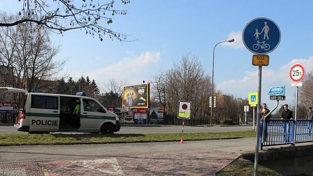 Srážku chodce s cyklistou vyšetřují policisté v Kopřivnici a zároveň hledají svědky události, ke které došlo již v neděli 14. dubna.