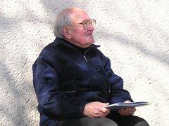 LIBOR KNĚZEK. Frenštátský spisovatel a literární historik je autorem textů v publikaci Beskydské kouzlo Frenštátska.