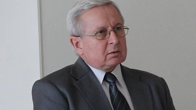 Miroslav Fabian při oficiálním zahájení rekonstrukce trati ve Studénce.
