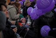 Přesných osm set přání Ježíškovi poslaly děti za doprovodu rodičů a kamarádů z novojičínského náměstí.