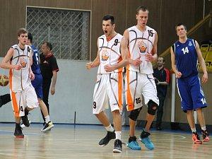NOVOJIČÍNŠTÍ basketbalisté vyzvou ve 4. kole českého poháru na vlastní palubovce účastníka nejvyšší soutěže, když budou hostit celek mmcité+ Brno.