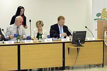 Starosta Kopřivnice Josef Jalůvka (zcela vpravo) bude znovu jednat o přidělení dotace.