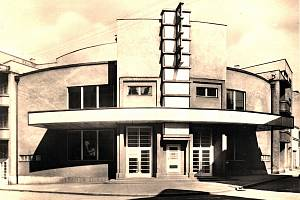 Budova městského kina v Novém Jičíně v původní podobě.