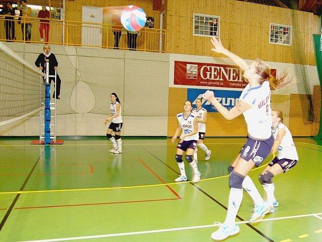 Starší žákyně ŠSK Bílovec při kvalifikačním utkání českého poháru s Frýdkem-Místkem. Domácí volejbalistky nakonec díky 3. místu postoupily do další fáze.